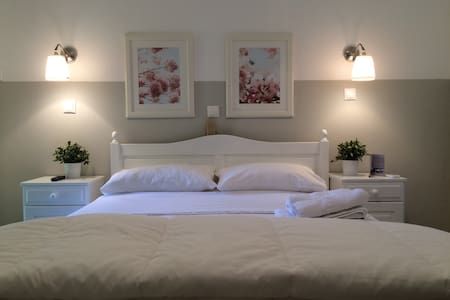 Paradisos b&b garden view room 8 - Agii Pantes - Bed & Breakfast