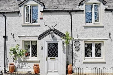 Tipsy Drake Cottage, Traditional Lakeland Cottage - Casa