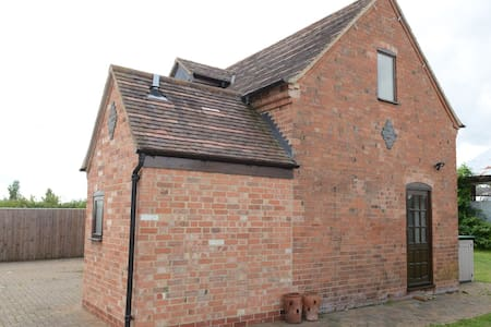 Private cosy barn convertion - stratford-upon-avon