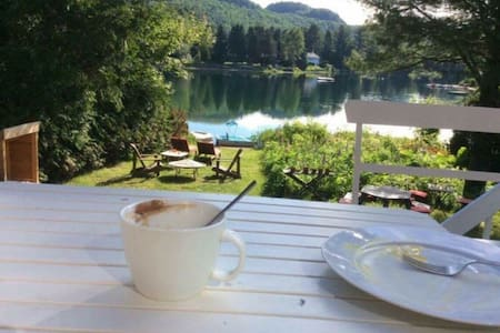 Très beau chalet au bord du lac - Rumah