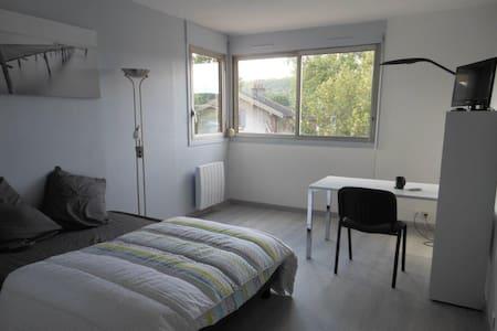 Studio Orsay centre - proche RER - fibre internet - Orsay