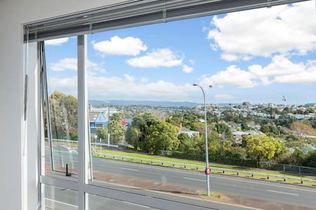 Warm room with a view, close to the city centre - Auckland