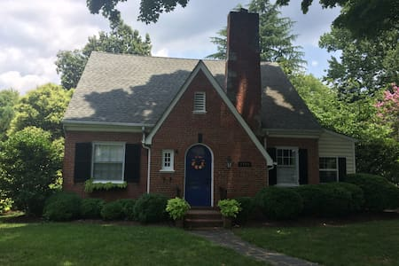 Great home walking distance to race - Richmond - House