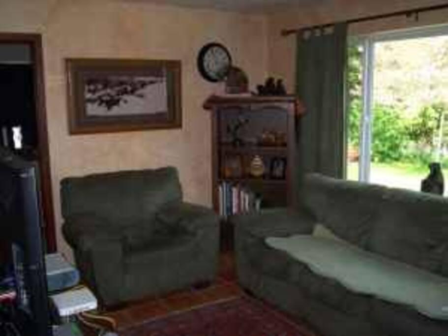 Room available in cozy Shoreline