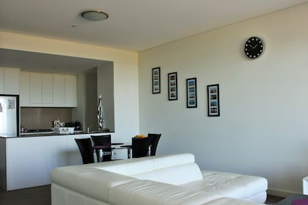 Great Location - Breakfast Included - Wolli Creek - Bed & Breakfast