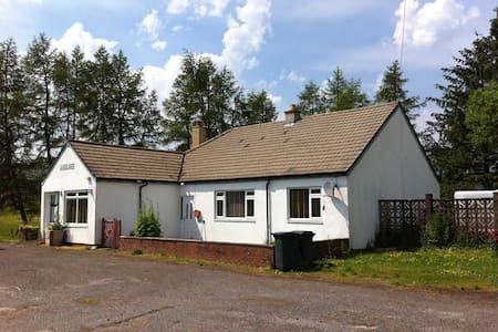 Cluarin Cottage, Amulree - Casa