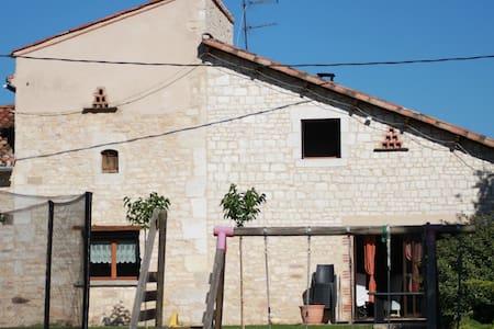 maison en pierre - Dům