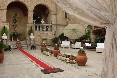B&B 'Palazzo Baronale Tozzi', near Termoli-Tremiti - San Martino in Pensilis - Castle