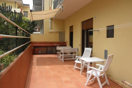 Lovely flat with stunning private courtyard - Brolo