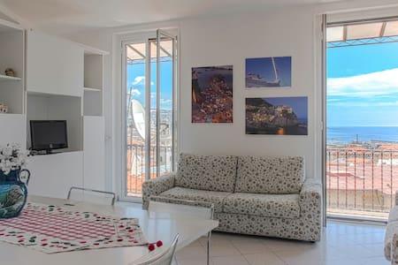 Sea view+WiFi. City center Sanremo