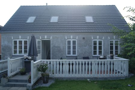 Dejligt byhus kun 10 km fra Randers - Gjerlev - Casa