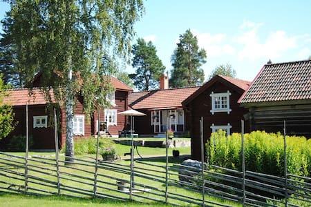 Genuine picturesque cottage / lodge Dalecarlia - Kabin