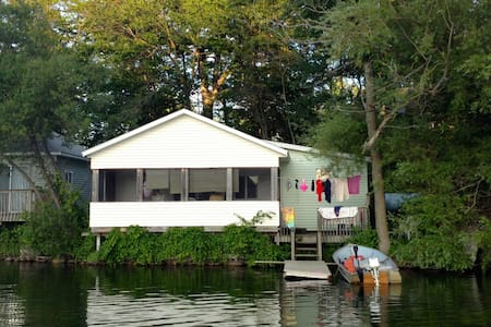 Lake Cottage,  Right on the Water! - Delton - Cabanya