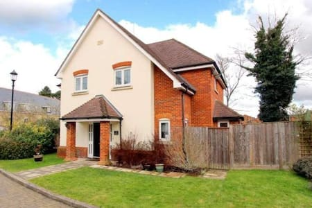 Double room in 4 bed detached house - House
