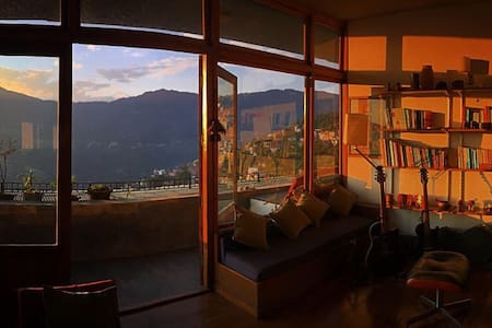 Loft with a stunning panoramic view - Gangtok