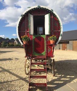 Glamping in Gypsy Wagon Caravan - Inny
