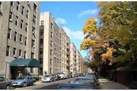 Beautiful 1937 art deco building. Housing a beautiful, quite, cozy Large Studio Apt. Within 5min walking distance to Yankee Stadium, Mall, Museums. Large living space, 1 Full Size TempurPedic Bed, Separate Lg Kitchen and bathroom. Air mattress avail.