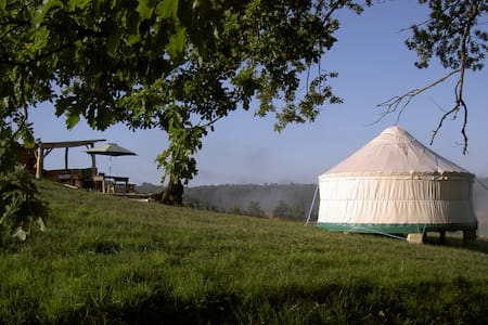 Quirky Camping Luxury Eco Yurts - Rundzelt