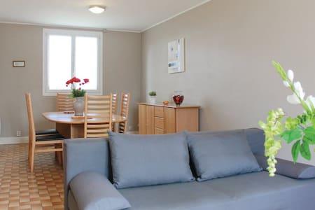 2 Bedrooms Home in Plouzevede - Dům