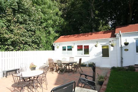 Garden bungalow, 5min drive to Douglas Town - Douglas