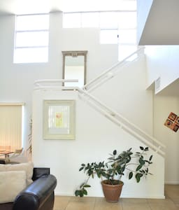 Loft Style Townhouse - Cathedral City