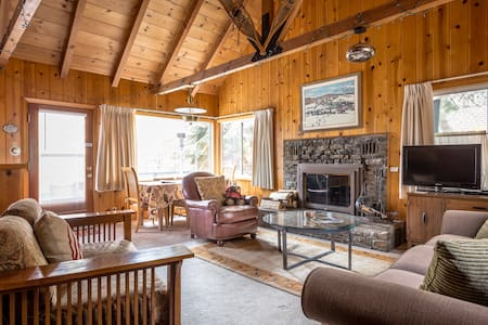 Authentic Tahoe Cabin, Close to Beach and Ski WIFI - Tahoe City - Kulübe