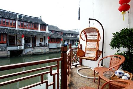 临河独立阳台景观大床房 - Casa