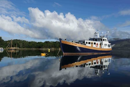 Trawler Yacht home in the Hebrides - Isle of Harris