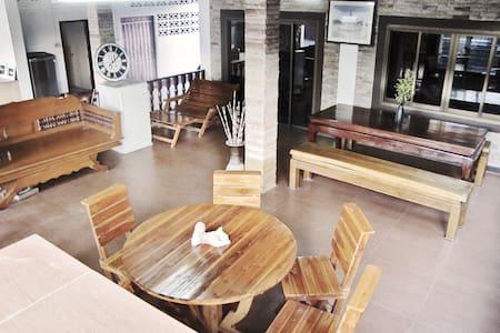 Dormitory 4 beds: Huan Kawin Hostel - Mueang Chiang Rai