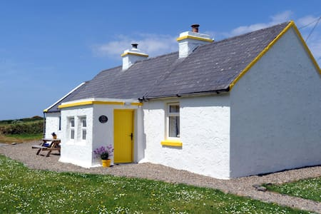 The Yellow Cottage, Doolin - Haus