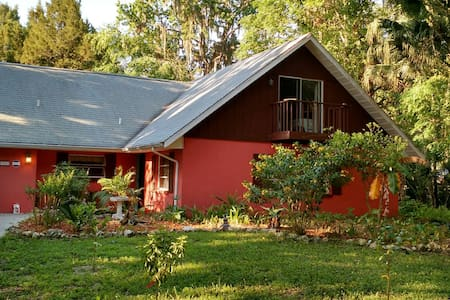 Old Florida charm at its finest - Rumah