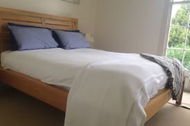 Picture of Large Private bedroom, Ensuite, separate entrance.