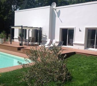 Villa avec piscine chauffée - Gouesnach