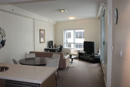 The apartment is a fully equipped 1 bedroom with 1 bathrooms and 2 balconies in the south end of Sydney's CBD. You will be able to reach central station in 5 walking minutes. And it is perfectly located to enjoy everything Sydney has to offer.