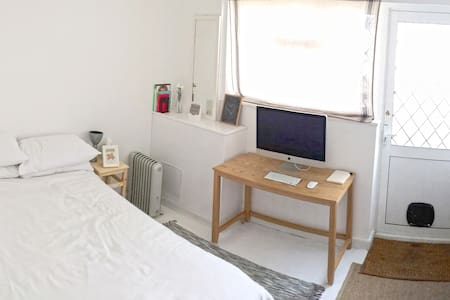 Double room in South London house. - Domek parterowy