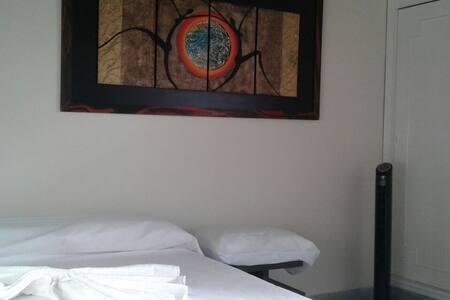 HABITACION ECONOMICA EN MEDELLIN COLOMBIA - Medellín - Apartment