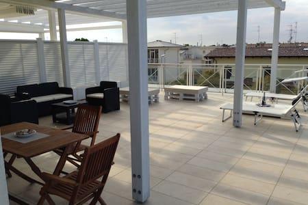 Attico con vasto terrazzo a Lido di Classe - Wohnung