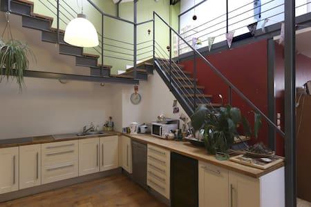 Chambre dans un loft à100m de Paris - House