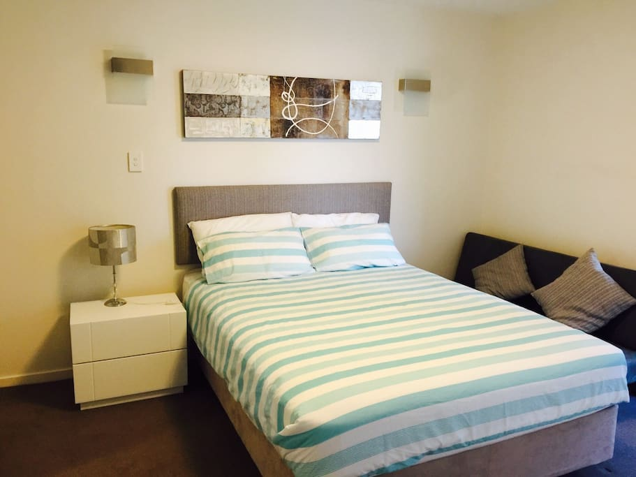 Master Bedroom In Perth Luxury Apt Apartments For Rent In East Perth