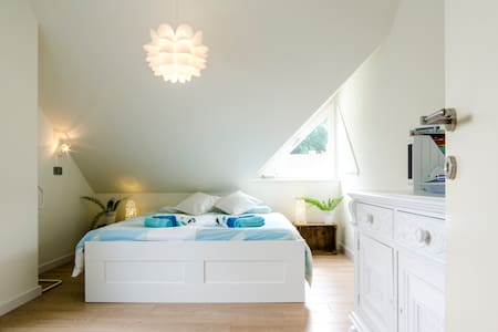 Bright & sunny room close to Bruges - Vila
