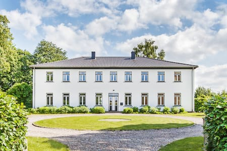 Designerwohnung im Herrenhaus von Gut Möglin - Krummwisch