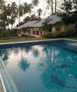 Apple Bungalows - Tambon Phongprasan - House