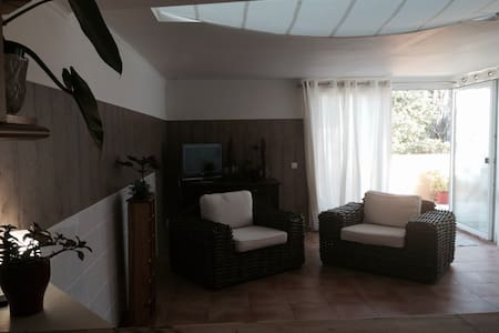 Spacious private room in the city center - Byt