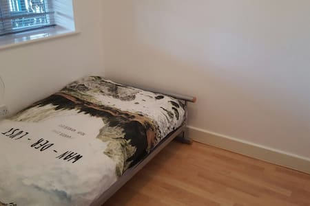 Cosy Single Bed. in Headington Shops - Oxford - Apartment