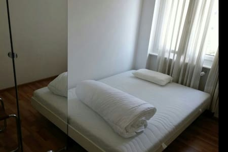 Cosy bedroom Chiasso near station - Lejlighed