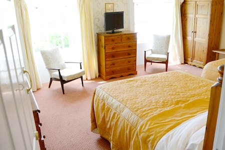 Rooms 3&4 w/Breakfast! Belmont Hall - Bed & Breakfast