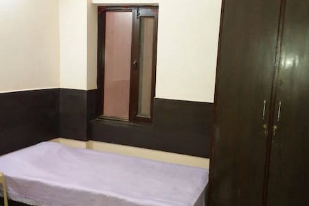 Room type: Shared room Bed type: Real Bed Property type: Bed & Breakfast Accommodates: 1 Bedrooms: 1 Bathrooms: 1
