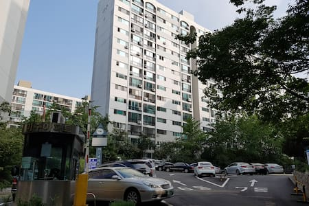 2single  beds 11th fl Apt/离清凉里站(地铁1线)很近走到5~10分,会汉语 - Appartement