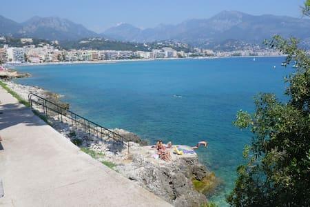 In Monaco, feet in the water ! - Apartmen