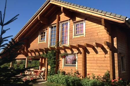 Chambre d'étape dans maison bois - House